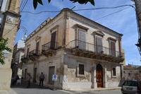 In questa casa  Ficarra e Picone ci hanno girato il film  andiamo a quel paese.   - Rosolini (1146 clic)