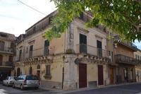 In questa casa  Ficarra e Picone ci hanno girato il film  andiamo a quel paese.   - Rosolini (1043 clic)