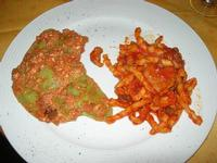 ravioli Contessa, con ripieno di ricotta e spinaci, con pomodoro, melanzane e salsiccia - busiate al sugo di cinghiale - Castello di Rampinzeri - 6 giugno 2010  - Santa ninfa (3630 clic)