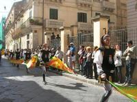 Infiorata 2010 - Corteo Barocco - 16 maggio 2010  - Noto (2770 clic)