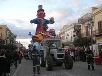 Carnevale - sfilata carri allegorici - 8 marzo 2011  - Cinisi (1707 clic)