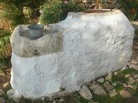 Le Grotte di Custonaci - Grotta preistorica Scurati - borgo rurale costruito più di un secolo fa ed abitato fino alla seconda guerra mondiale - pozzo - 14 marzo 2010   - Custonaci (2065 clic)