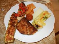 antipasto misto: zucchina panata, primo sale, panelle, arancinetta, frittatina di patate e zucchine, melanzana panata e bruschetta - Due Palme - 19 giugno 2011  - Santa ninfa (1211 clic)