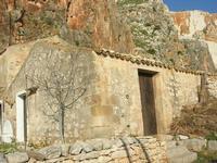 Le Grotte di Custonaci - Grotta preistorica Scurati - borgo rurale costruito pi? di un secolo fa ed abitato fino alla seconda guerra mondiale - 14 marzo 2010  - Custonaci (1983 clic)