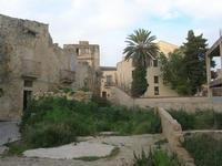 ruderi paese terremotato e casa ristrutturata - 9 gennaio 2011  - Salemi (1160 clic)