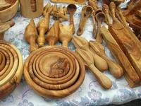 manufatti in legno d'olivo esposti al Belvedere - 25 luglio 2010  - Castellammare del golfo (5147 clic)