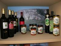 esposizione vini, olio e conserve - Castello di Rampinzeri - 6 giugno 2010  - Santa ninfa (3730 clic)
