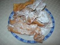 chiacchiere: dolci tipici del periodo di carnevale - 26 gennaio 2011  - Alcamo (2201 clic)