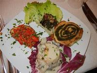 antipasti: flan di patate con crema ai funghi - sformato di spinaci e porchetta - carciofo alla romana - crostino alla siciliana - Busith - 1 gennaio 2012  - Buseto palizzolo (864 clic)