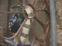 grata in ferro battuto - particolare - ceramica - 4 dicembre 2010  - Caltagirone (1678 clic)