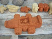 imbarcadero per l'Isola di Mozia - pietre scolpite e sassi incisi dal Poeta Incisore PEPPE GENNA - 7 novembre 2010  - Marsala (1357 clic)