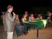 Villa Comunale - ENZO DI PASQUALE presenta IGNAZIA (Edizioni Fazi) - interviene in Sindaco Bresciani - 11 agosto 2010  - Castellammare del golfo (1928 clic)