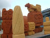 imbarcadero per l'Isola di Mozia - pietre scolpite dal Poeta Incisore PEPPE GENNA - 7 novembre 2010  - Marsala (1363 clic)