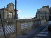 sul trenino turistico - visita alla città - ponte maiolicato e facciata Chiesa S. Francesco d'Assisi