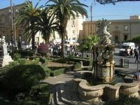 la fontanna di Ercole nel giardino pubblico del centro storico - 16 maggio 2010  - Noto (2832 clic)