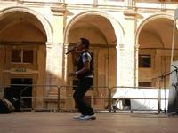 Spettacolo multietnico UNA SOLA FAMIGLIA UMANA nel cortile del Collegio dei Gesuiti - 19 giugno 2011  - Sciacca (529 clic)