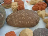 imbarcadero per l'Isola di Mozia - sassi incisi e pietre scolpite dal Poeta Incisore PEPPE GENNA - 7 novembre 2010  - Marsala (1506 clic)