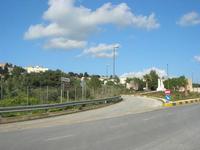 aiuola spartitraffico e strada di accesso alla città - 14 marzo 2010  - Custonaci (2412 clic)