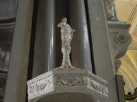 la Cattedrale Metropolitana della Santa Vergine Maria Assunta - interno: particolare dell'acquasanti