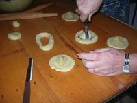 preparazione dolci di Natale con ripieno alle mandorle - I.C. G. Pascoli - 14 dicembre 2009  - Castellammare del golfo (3269 clic)