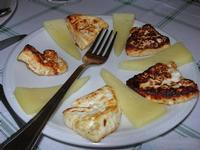 antipasto: formaggio e ricotta fritta - C/da Cucca - La Valle dei Tramonti - 13 giugno 2010  - Custonaci (6594 clic)