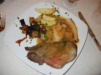 secondi: cosciotto di vitello con ratatoille di verdure - filetto di maiale alla birra e mele - patate al forno - Busith - 1 gennaio 2012  - Buseto palizzolo (782 clic)