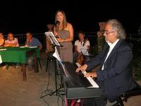 Villa Comunale - ENZO DI PASQUALE presenta IGNAZIA (Edizioni Fazi) - partecipano la jazz singer Fabrizia Gioia ed il maestro Santino Stinco - 11 agosto 2010  - Castellammare del golfo (1820 clic)