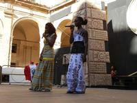 Spettacolo multietnico UNA SOLA FAMIGLIA UMANA nel cortile del Collegio dei Gesuiti - 19 giugno 2011  - Sciacca (608 clic)