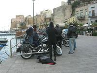 Via Don L. Zangara - 2° MOTORADUNO CITTA' DI CARINI - sosta al Bar Vogue - 28 novembre 2010  - Castellammare del golfo (1522 clic)