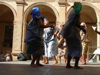 Spettacolo multietnico UNA SOLA FAMIGLIA UMANA nel cortile del Collegio dei Gesuiti - 19 giugno 2011  - Sciacca (557 clic)