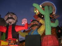 Carnevale - sfilata carri allegorici - 8 marzo 2011  - Cinisi (2365 clic)