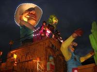 Carnevale - sfilata carri allegorici - 8 marzo 2011  - Cinisi (2561 clic)