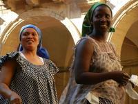 Spettacolo multietnico UNA SOLA FAMIGLIA UMANA nel cortile del Collegio dei Gesuiti - 19 giugno 2011  - Sciacca (560 clic)