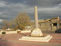 Capo Lilybeo (o Capo Boeo): la colonna in memoria dello sbarco dei Mille - Duce Garibaldi - 11.5.1860 -, della Battaglia di Lepanto - Don Juan D'Austria - 1571-1573 e della Guerra Punica - Scipione L'Africano - 149-146 A.C. - 23 gennaio 2011  - Marsala (1115 clic)
