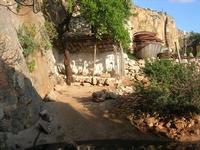 Le Grotte di Custonaci - Grotta preistorica Scurati - borgo rurale costruito più di un secolo fa ed abitato fino alla seconda guerra mondiale - particolare: gabbia con le oche - 14 marzo 2010   - Custonaci (2180 clic)