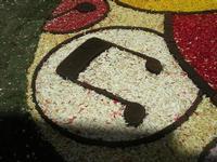 Infiorata 2010 - Bozzetti ispirati al tema: Musica dipinta: le forme e i colori della musica - MILLE BOLLE - particolare - Via Nicolaci - 16 maggio 2010      - Noto (2691 clic)