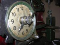 l'orologio del Palazzo VII Aprile: particolare dell'ingranaggio - 9 maggio 2010  - Marsala (1884 clic)