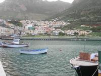 la città vista dal porto - 28 novembre 2010  - Castellammare del golfo (1098 clic)