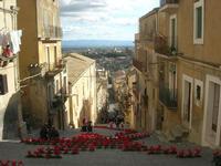 Scala Santa Maria del Monte - addobbo floreale natalizio - 4 dicembre 2010  - Caltagirone (1689 clic)