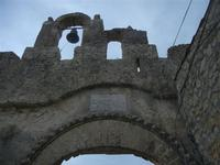 Castello di Baida - l'ngresso e la campana - 30 ottobre 2011  - Balata di baida (1006 clic)