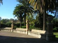 Villa Patti - sedili in pietra e giardino - 5 dicembre 2010 CALTAGIRONE LIDIA NAVARRA