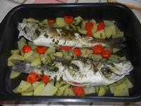 spigole al forno con patate e pomodorini - 8 settembre 2011  - Alcamo (852 clic)