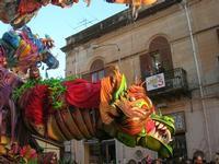 111ª edizione del Carnevale di Sciacca - sfilata corteo mascherato e dei gruppi dei carri allegorici - 6 marzo 2011  - Sciacca (1712 clic)