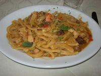 Gemelli alla Mediterranea (melanzane, pesce spada, zucchine genovesi, gamberetti, mandorle tostate, menta) - Caravella - 14 novembre 2010  - Alcamo marina (2480 clic)