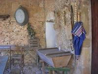 Le Grotte di Custonaci - Grotta preistorica Scurati - borgo rurale costruito più di un secolo fa ed abitato fino alla seconda guerra mondiale - particolare - 14 marzo 2010  - Custonaci (2215 clic)
