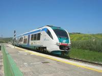 arriva un treno in stazione - 1 maggio 2010  - Segesta (2103 clic)