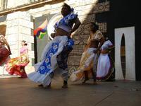 Spettacolo multietnico UNA SOLA FAMIGLIA UMANA nel cortile del Collegio dei Gesuiti - 19 giugno 2011  - Sciacca (669 clic)