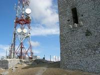 antenna e Torre Saracena - Dongione Ventimiglia - sulla vetta del Monte Bonifato - 25 luglio 2010     - Alcamo (2110 clic)