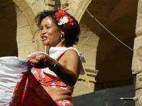 Spettacolo multietnico UNA SOLA FAMIGLIA UMANA nel cortile del Collegio dei Gesuiti - 19 giugno 2011  - Sciacca (1567 clic)