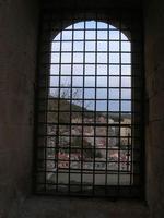 Castello Arabo Normanno - finestra con inferriata e panorama della città - 9 gennaio 2011  - Salemi (1144 clic)